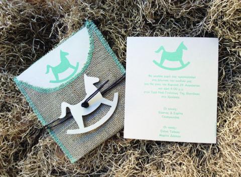 Προσκλητήρια βάπτισης αγόρι -B1624 - <p>Ιδιαίτερο προσκλητήριο βάπτισης με θέμα το αλογάκι σε φάκελο από λινάτσα...</p>...