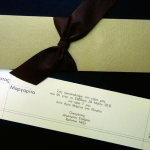 Προσκλητήριο γάμου -Γ1211 - <p>Μακρόστενος κλειστός φάκελος με σοκολατί περλέ χαρτί και δέσιμο με καφέ σατέν κορδέλα.</p>...