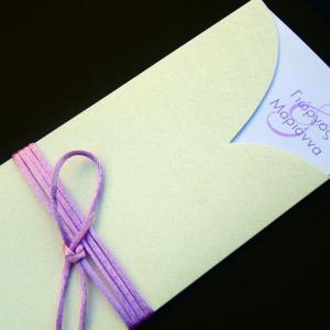 Προσκλητήριο γάμου -Γ1243 - <p>Μακρόστενο προσκλητήριο με λευκή δερματίνη  ;nature ;, μοντέρνο  ;κόψιμο ; ώστε να διακρίνονται τα μονογράμματα λιλά λεπτομέρειες.</p>...