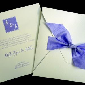 Προσκλητήριο γάμου -Γ1249 - <p>Τετράγωνο 20x20cm. προσκλητήριο με υφή υφάσματος, μωβ-λιλά εκτύπωση και μωβ-λιλά σαντούκ κορδέλα.</p>...