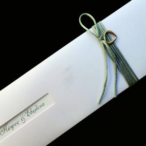 Προσκλητήριο γάμου -Γ1254 - <p>Μακρόστενο συρταρωτό προσκλητήριο από ραβδωτό ιριδίζον χαρτί, με γκρι λεπτομέρειες.</p>...