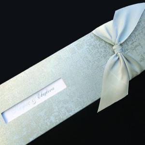 Προσκλητήριο γάμου -Γ1255 mosaic silver - <p>Εντυπωσιακό μακρόστενο προσκλητήριο από δερματίνη  ;mosaic silver ;, μοντέρνο δέσιμο με φαρδιά γκρί-ασημί σατεν κορδέλα, λευκή μεταλιζέ κάρτα με ασημοτυπία.</p>...