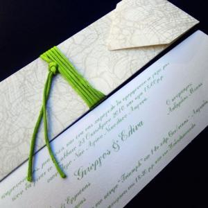 Προσκλητήριο γάμου -Γ1266 precious white - <p>Ιδιαίτερο μακρόστενο προσκλητήριο από δερματίνη  ;precious white ; σε αποχρώσεις λευκού και λαδί, κάρτα με γκλίτερ.</p>...