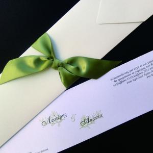 Προσκλητήριο γάμου -Γ1267 wind white - <p>Κομψό μακρόστενο προσκλητήριο από δερματίνη  ;wind white ;, αποχρώσεις λευκού και λαδί.</p>...