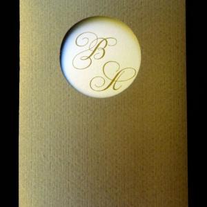 Προσκλητήριο γάμου -Γ1268 - <p>Κουμπωτό προσκλητήριο από σοκολατί περλέ χαρτί με ματιέρα μονογραμμάτων.</p>...