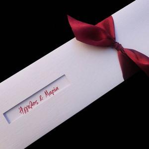 Προσκλητήρια γάμου -Γ1302 - <p>Λευκό συρταρωτό προσκλητήριο σε φάκελο λευκό  ;ύφασμα ; και μπορντώ λεπτομέρειες.</p>...