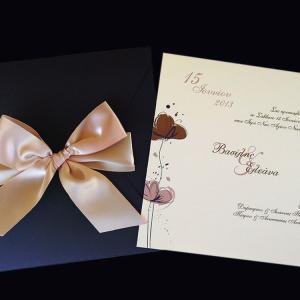Πολυτελές Προσκλητήριο Γάμου -lux19 - <p>Μοναδικό προσκλητήριo γάμου 20x20cm. σε καφέ-σοκολά αποχρώσεις, από ιδιαίτερo χαρτί με βελούδινη υφή.     Άλλο ένα ιδιαίτερο προσκλητήριο από τη μοναδική Luxury Collection!</p>...
