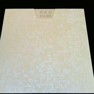 Πολυτελές Προσκλητήριο Γάμου -Lux34 - <p>Μοναδικό συρταρωτό προσκλητήριo γάμου 21x21cm. από δερματίνη mosaic white, λευκή μεταλιζέ κάρτα star white.     Προσκλητήριο για ζευγάρια που θεωρούν οτι η πρώτη εικόνα είναι αυτό που έχει σημασία!!</p>...
