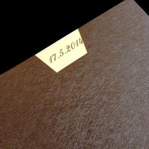 Πολυτελές Προσκλητήριο Γάμου -lux35 - <p>Μοναδικό συρταρωτό προσκλητήριo γάμου 21x21cm. από δερματίνη nature brown, κρεμ μεταλιζέ κάρτα star gold.     Προσκλητήριο για ζευγάρια που θεωρούν οτι η πρώτη εικόνα είναι αυτό που έχει σημασία!!</p>...