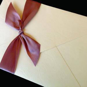 Πολυτελές Προσκλητήριο Γάμου -lux40 - <p>Μοναδικό κρεμ δερμάτινο προσκλητήριo γάμου 19x27cm. με κρεμ κάρτα και σοκολά μεταξωτή κορδέλα.     Προσκλητήριο για ζευγάρια που θεωρούν οτι η πρώτη εικόνα είναι αυτό που έχει σημασία!!</p>...