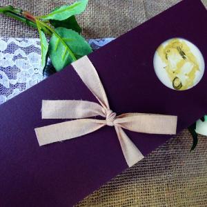 Vintage Προσκλητήριο Γάμου -vin05 - <p>Ρομαντικό προσκλητήριο γάμου σε γήινες αποχρώσεις, με θέμα τη βέσπα από τα 60s και ιδιαίτερη υφασμάτινη κορδέλα!</p>...