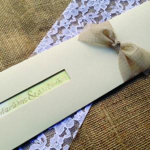 Προσκλητήρια Γάμου -Γ1502 - <p>Ιδιαίτερο συρταρωτό προσκλητήριο γάμου από χαρτί με υφή δέρματος σε γήινες αποχρώσεις και δέσιμο από λινή κορδέλα.</p>...