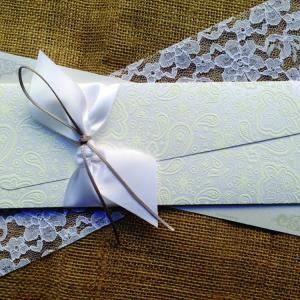 Προσκλητήρια Γάμου Δαντέλα -Γ1507 - <p>Μοναδικό βίνταζ προσκλητήριο γάμου από χαρτί με υφή δαντέλας και δέσιμο από φαρδιά μεταξωτή κορδέλα.</p>...