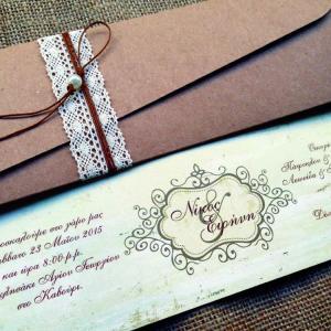 Προσκλητήρια Γάμου Δαντέλα -Γ1509 - <p>Βίνταζ προσκλητήριο γάμου από ανακυκλωμένο χαρτί σε γήινες αποχρώσεις και ιδιαίτερο δέσιμο από κρεμ δαντέλα και πέρλα.</p>...