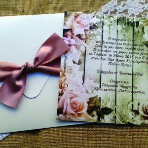 Προσκλητήρια Γάμου Vintage -Γ1512 - <p>20x20cm. vintage προσκλητήριο γάμου από σπασμένο λευκό μεταλιζέ χαρτί, σε γήινες αποχρώσεις και δέσιμο από σοκολά μεταξωτή κορδέλα.</p>...
