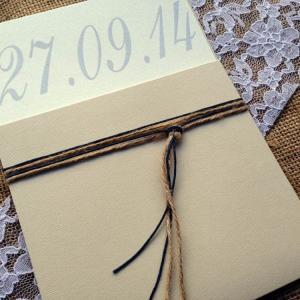 Προσκλητήρια Γάμου Vintage -Γ1532 - <p>Συρταρωτό μπεζ προσκλητήριο γάμου με σκούρες μπλε λεπτομέρειες.</p>...