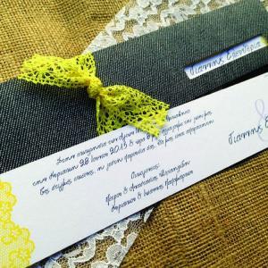 Προσκλητήρια Γάμου -Γ1540 - <p>Μοναδικό προσκλητήριο γάμου από δερματίνη Jean και δέσιμο από κίτρινη δαντέλα!    Tip: Μπορείτε να κάνετε συνδυασμούς χρωμάτων που ταιριάζουν με το τζην!</p>...