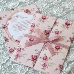 Προσκλητήρια γάμου φλοράλ -Γ1716 - <p>Μοναδικό floral προσκλητήριο γάμου με δέσιμο από βαμβακερή δαντέλα!</p>...
