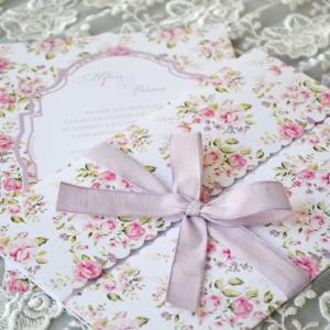 Προσκλητήρια γάμου φλοράλ -Γ1718 - <p>Ιδιαίτερο floral προσκλητήριο , με δέσιμο από λιλά υφασμάτινη κορδέλα !</p>...