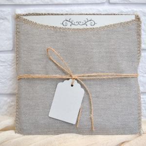 Προσκλητήρια γάμου πρωτότυπα -Γ1705 - <p>Μοναδικό συρταρωτό προσκλητήριο γάμου με υφασμάτινο φάκελο , δέσιμο με κορδόνι λινάτσα   καρτελάκι!</p>...