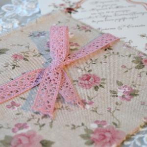 Προσκλητήρια γάμου φλοράλ -Γ1712 - <p>Ιδιαίτερο προσλητήριο γάμου , με φάκελο από φλοράλ λινό ύφασμα και δέσιμο με βαμβακερή δαντέλα!</p>...