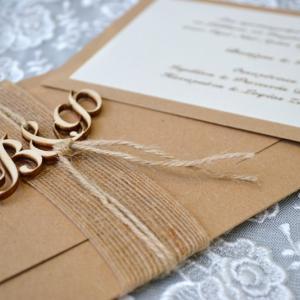 Προσκλητήρια γάμου 2017 -Γ1714 - <p>Μοναδικό προσλητήριο γάμου από οικολογικό χαρτί με ιδιαίτερο δέσιμο και ξύλινα μονογράμματα!</p>...