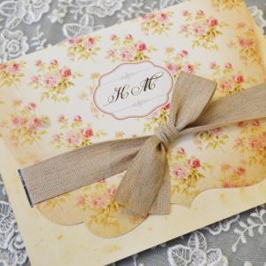 Προσκλητήρια γάμου ρομαντικά -Γ1758 - <p>Ρομαντικό προσκλητήριο γάμου με ιδιαίτερο δέσιμο από φαρδιά κορδέλα στο χρώμα της άμμου!</p>...