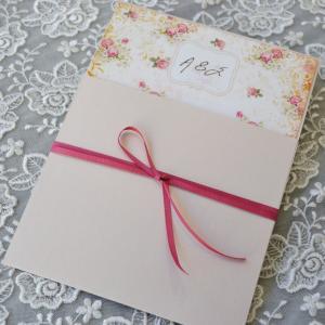 Προσκλητήρια γάμου ρομαντικά -Γ1759 - <p>Ρομαντικό συρταρωτό προσκλητήριο με λουλούδια και μονογράμματα!</p>...