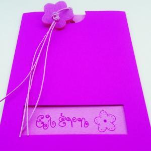 Προσκλητήρια βάπτισης κορίτσι -Β1203 - <p>Συρταρωτό γκοφρέ προσκλητήριο βάπτισης για κορίτσι με παράθυρο, σε φούξια ροζ αποχρώσεις και λουλούδι από τσόχα.</p>...