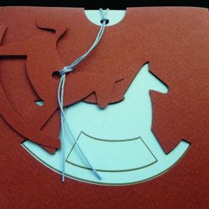 Προσκλητήριο βάπτισης αλογάκι -Β1298γ - <p>Ιδιαίτερο προσκλητήριο βάπτισης με κοπτικό αλογάκι σε καφέ σιέλ αποχρώσεις..</p>...