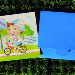 Προσκλητήρια βάπτισης -Β1323 - <p>Μικρός ποδηλάτης.  Tip: Ενημερωθείτε για την οικονομικότερη εκδοχή του!</p>...
