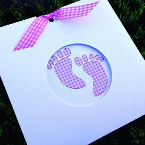 Προσκλητήριο Βάπτισης -Β1456 - <p>Συρταρωτό προσκλητήριο βάπτισης με θέμα ροζ καρό πατουσάκια.  Tip: Μπορεί να βγει και στην οικονομική σειρά!</p>...