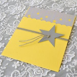 Προσκλητήρια βάπτισης 2017 -Β1712 - <p>Μοναδικό προσκλητήριο βάπτισης για τα μικρά σας  ;αστέρια ; , σε κίτρινους - γκρι τόνους   με αστέρι στο δέσιμο!</p>...