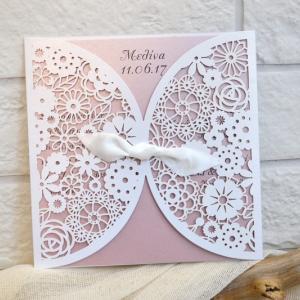 Προσκλητήρια βάπτισης laser cut -Β1729 - <p>Μοναδικό προσκλητήριο βάπτισης laser cut, σε σχέδιο λουλουδιών , με ροζ μεταλιζέ κάρτα και διακοσμημένο με σατέν κορδέλα.</p>...