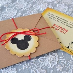 Προσκλητήρια βάπτισης πρωτότυπα -Β1737 - <p>Πρωτότυπο προσκλητήριο βάπτισης με θέμα τον mickey mouse, με ιδιαίτερο δέσιμο και κρεμαστή ροζέτα με το κεφάλι του mickey!</p>...