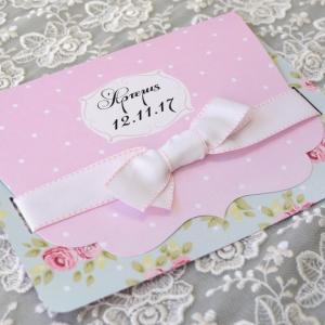 Προσκλητήρια βάπτισης  φλοράλ -Β1748 - <p>Εντπωσιακό φλοράλ   πουά προσκλητήριο βάπτισης, σε ροζ - βεραμάν τόνους   φαρδύ φιόγκο από λευκή γκρο κορδέλα!</p>...