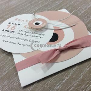 Προσκλητήριο βάπτισης ΜΑΤΑΚΙ - Β1914 - <p>Πρωτότυπο προσκλητήριο βάπτισης για κορίτσι με τρείς ασύμμετρες κάρτες, θέμα το μάτι, σε σάπιο μήλο αποχρώσεις. tip: Φτιάχτε στο ίδιο θέμα το βιβλίο ευχών της βάπτισης του παιδιού σας, την μπομπονιέρα, το σουβέρ και το σουπλά. Συνδυάστε επίσης το σετ νονού στο ίδιο θέμα</p>...